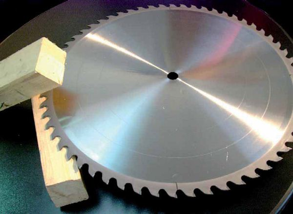 Saw blades for cutting wood