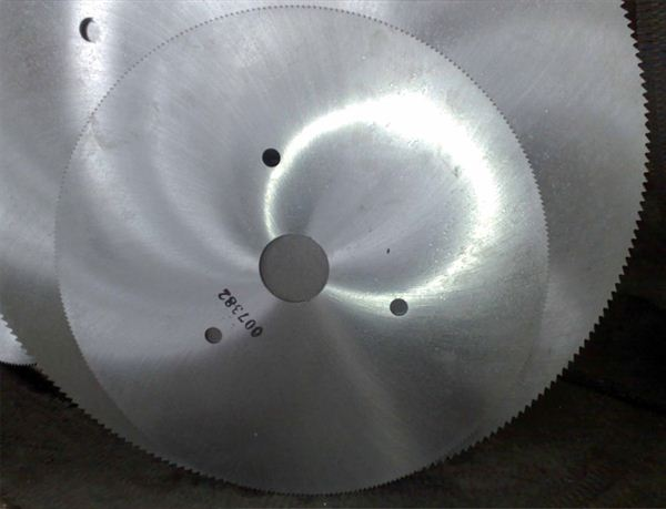 Saw blades for cutting copper